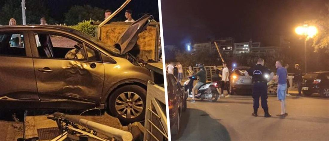 Σοκαριστικό τροχαίο: Αυτοκίνητο παρέσυρε παιδιά και τα έριξε από γέφυρα (βίντεο)