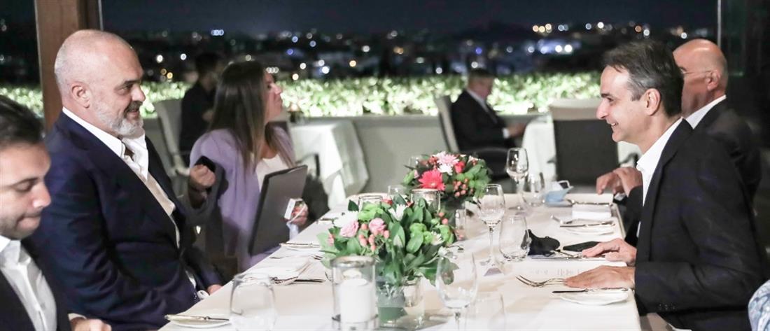 Δείπνο εργασίας Μητσοτάκη - Ράμα με θέα την Ακρόπολη (εικόνες)