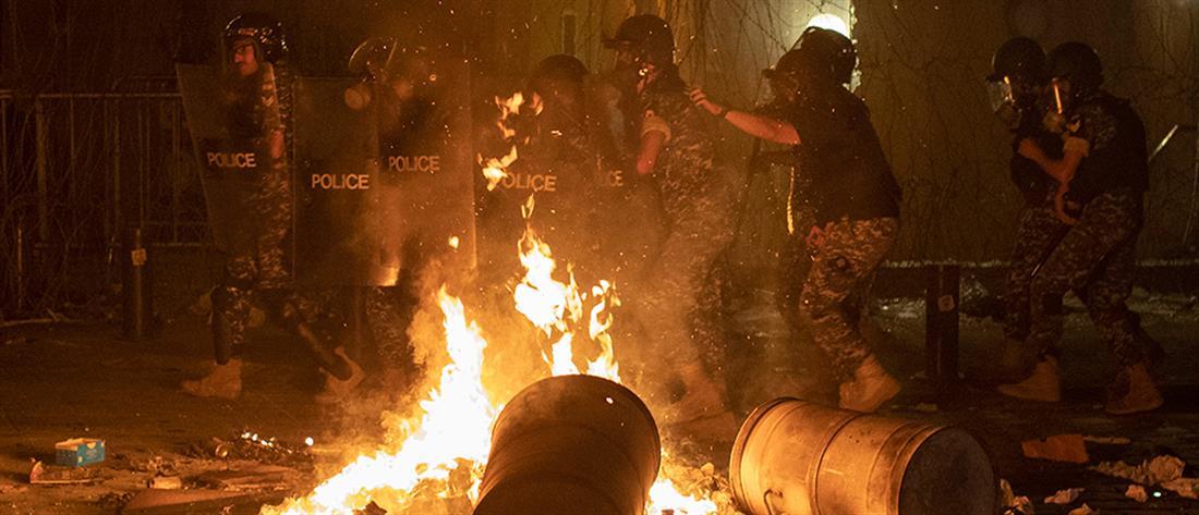 Λίβανος: οργή, αγανάκτηση και δακρυγόνα για τις εκρήξεις στη Βηρυτό (εικόνες)