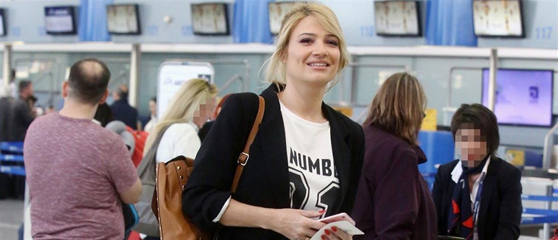 """506172a704 Φαίη Σκορδά  Έκαναν έλεγχο στην τσάντα της για """"ύποπτο"""" αντικείμενο (εικόνα)"""