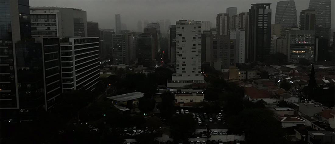 Φλέγεται ο Αμαζόνιος: Σκοτείνιασε το Σάο Πάολο από τους καπνούς (βίντεο)