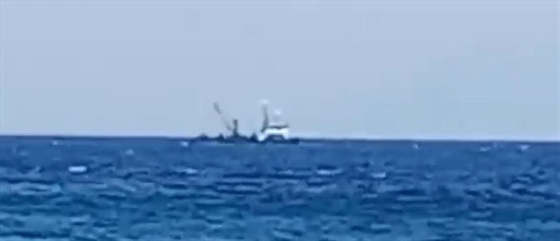 Τουρκικά αλιευτικά στη νησίδα Ανθρωποφάγος (βίντεο)
