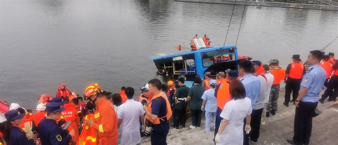 Τραγωδία: σκοτώθηκαν μαθητές από πτώση λεωφορείου σε λίμνη