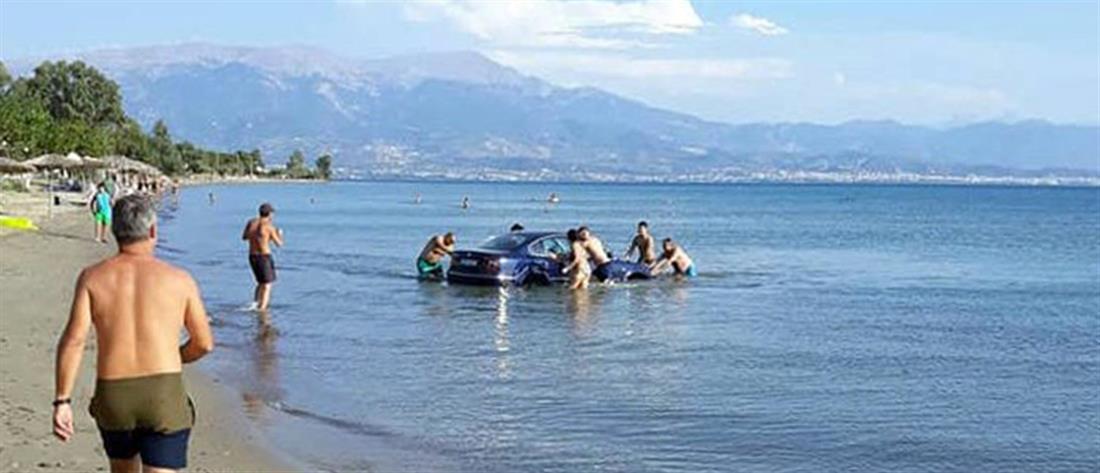 """Αυτοκίνητο… """"κολύμπησε"""" στην Μακύνεια (εικόνες)"""