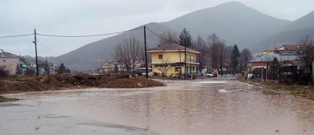 """""""Βούλιαξε"""" το Νευροκόπι από τις καταρρακτώδεις βροχές (εικόνες)"""