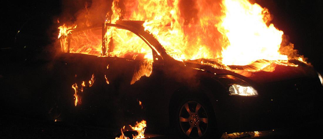 Εμπρησμοί αυτοκινήτων στα δικαστήρια της Ευελπίδων
