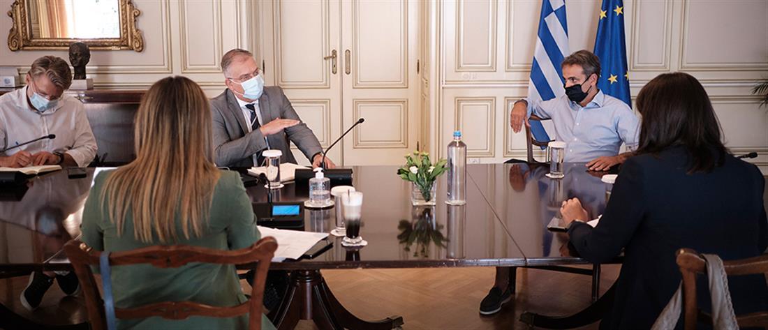 Μαξίμου: σύσκεψη υπό τον Πρωθυπουργό για το άνοιγμα των σχολείων