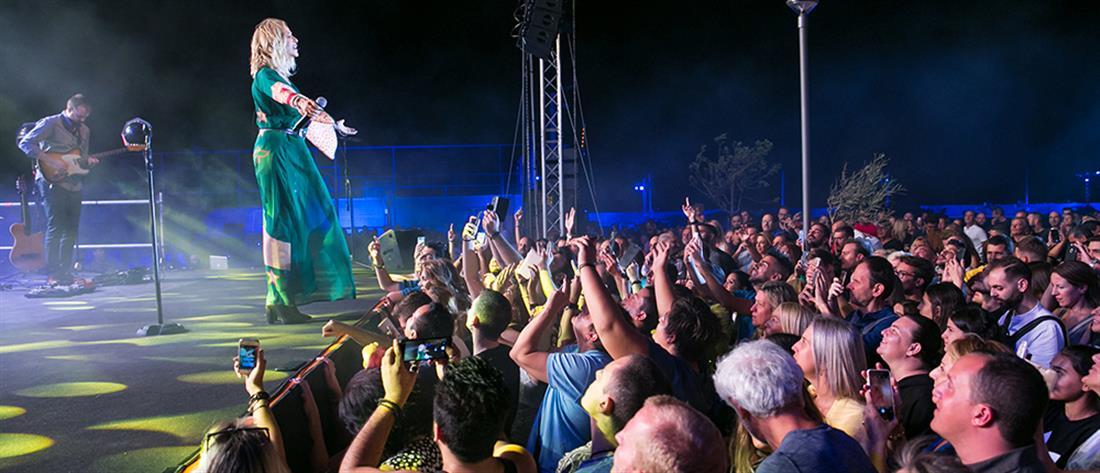 Πλήθος κόσμου στην συναυλία με την Άννα Βίσση στο Μάτι (εικόνες)
