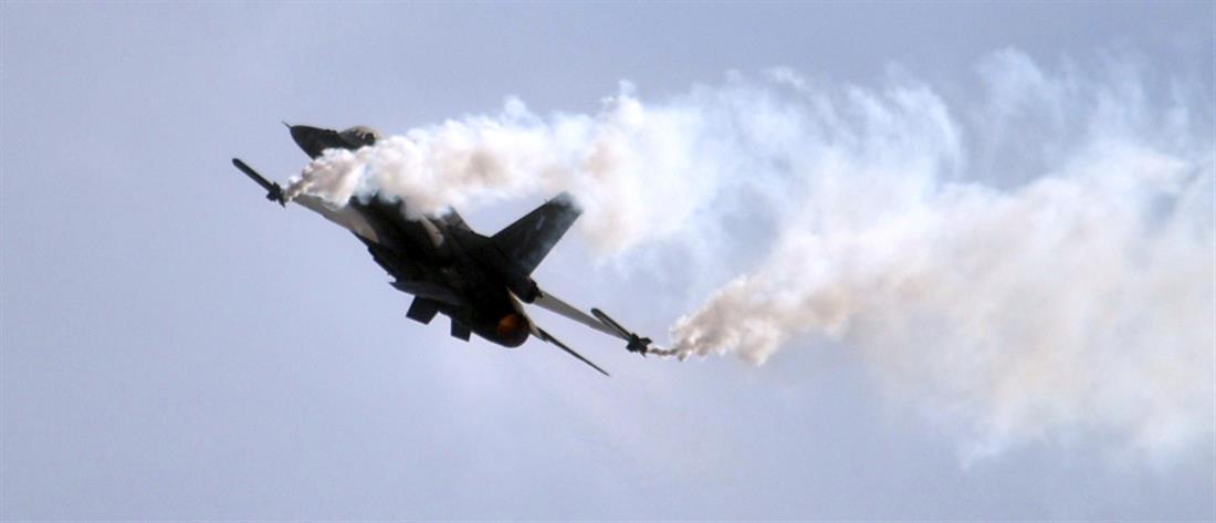 Μαχητικά αεροσκάφη και ελικόπτερα στον ουρανό της Αθήνας (εικόνες)