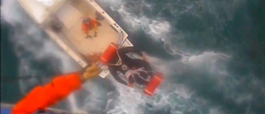Επιχείρηση διάσωσης τριών σέρφερ στη φουρτουνιασμένη θάλασσα