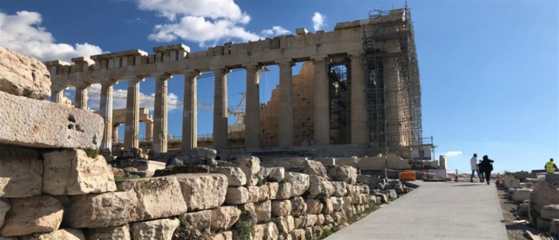 Πρόσκληση Μενδώνη στον Τσίπρα για ξενάγηση στην Ακρόπολη