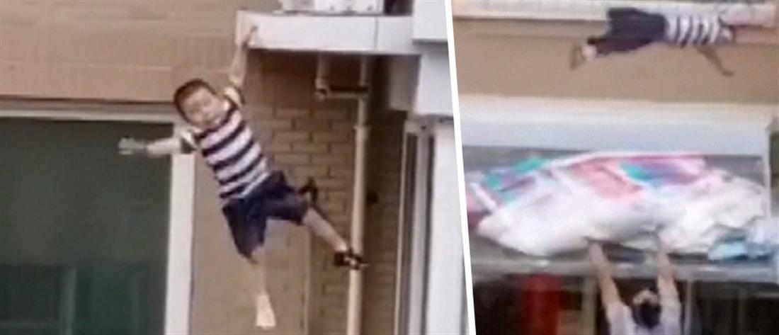 Αγοράκι έπεσε από τον 5ο όροφο (βίντεο)