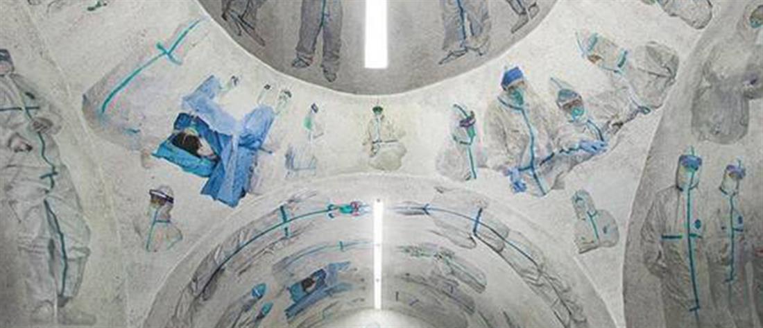 """Συγκλονιστικές εικόνες: """"Εκκλησία"""" με νοσηλευτές που μάχονται κατά του κορονοϊού"""
