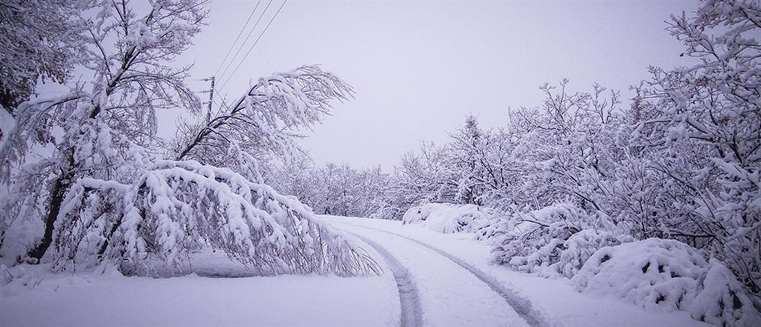 """""""Μπάλλος"""" - Τρίκαλα: Έπεσαν βράχια - Χιόνισε στα ορεινά"""