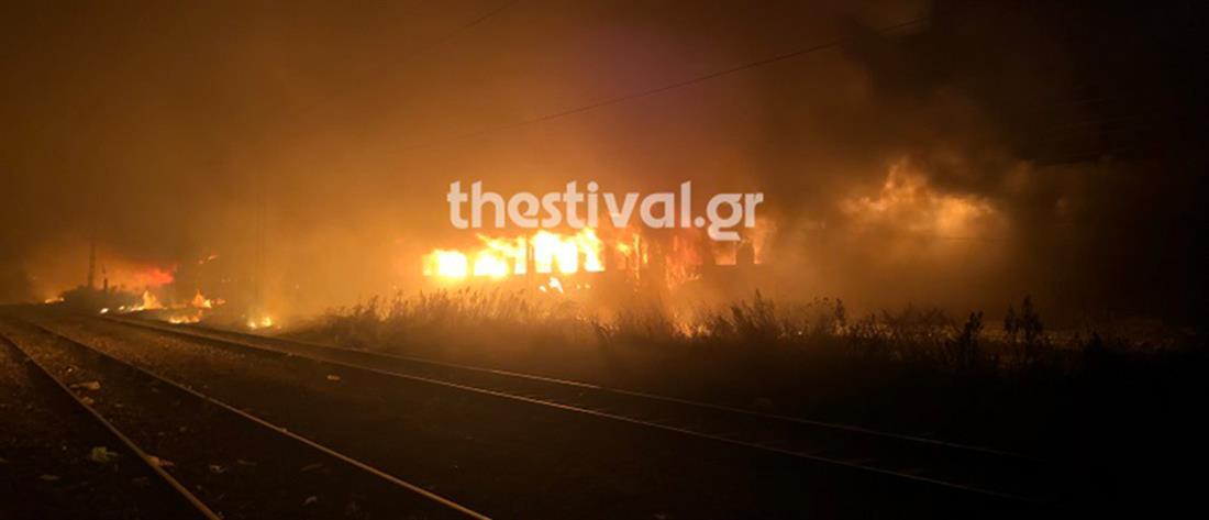 Μεγάλη φωτιά σε βαγόνια που διέμεναν μετανάστες