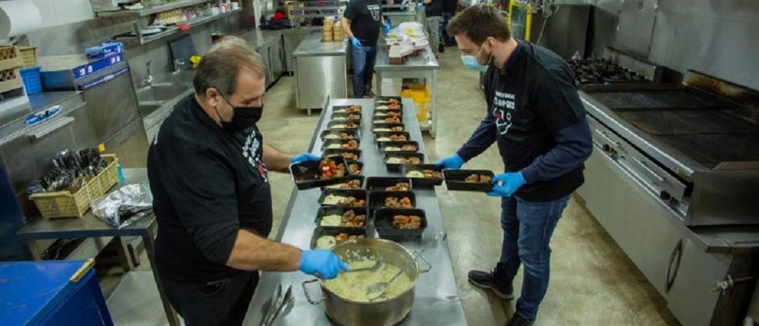 """""""Μαγειρεύοντας για ήρωες"""": γεύματα αγάπης στο υγειονομικό προσωπικό των Covid ΜΕΘ"""