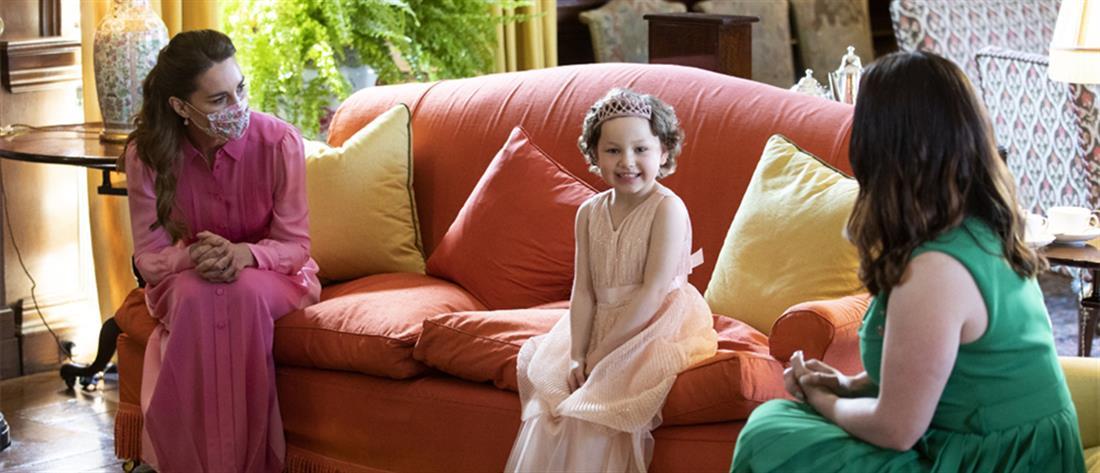 """Κέιτ Μίντλετον: Στα ροζ η συνάντηση με 5χρονη """"πριγκίπισσα"""" με λευχαιμία (εικόνες)"""