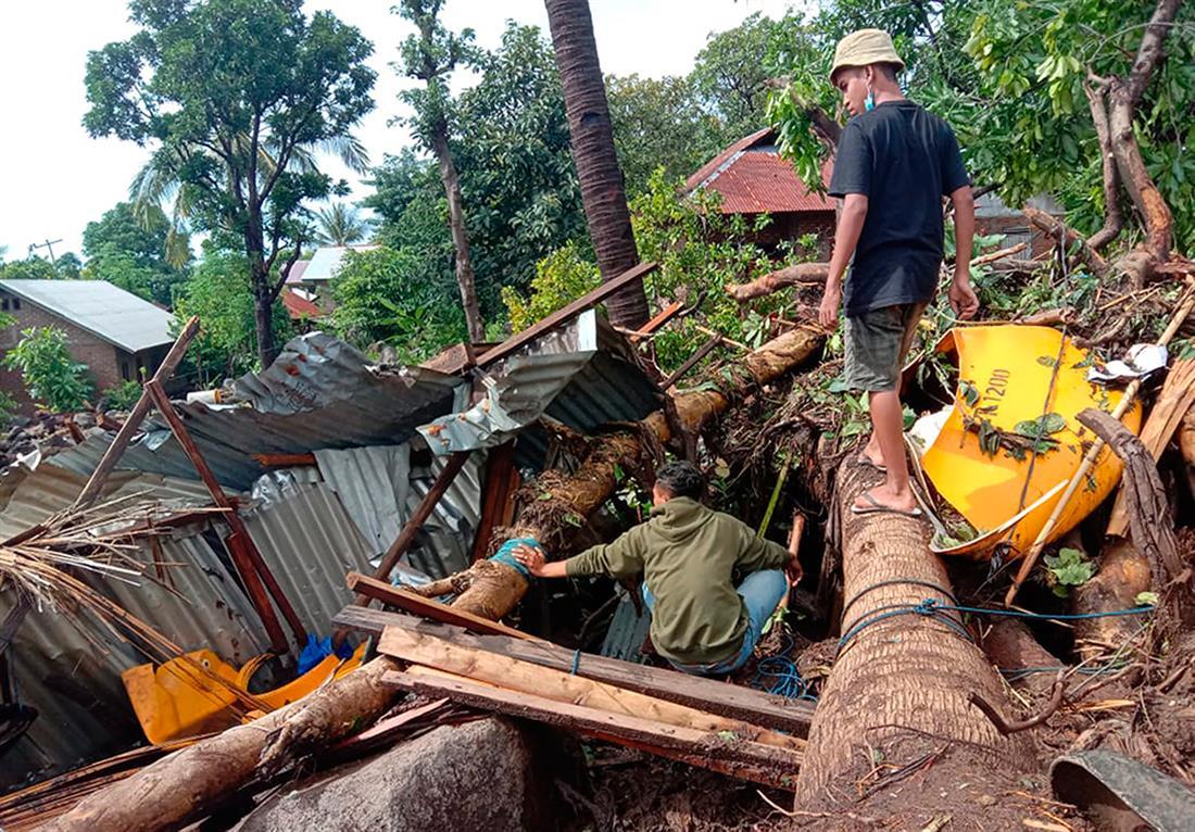 AP - Ινδονησία - κυκλώνας Σερότζα