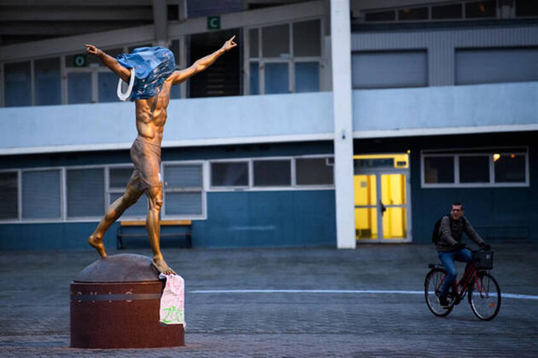 άγαλμα - Ιμπραΐμοβιτς - βανδαλισμός - Μάλμε