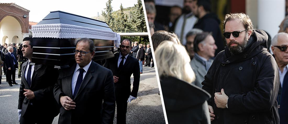 Συντετριμμένος στην κηδεία του πατέρα του ο Γιώργος Λάνθιμος (εικόνες)
