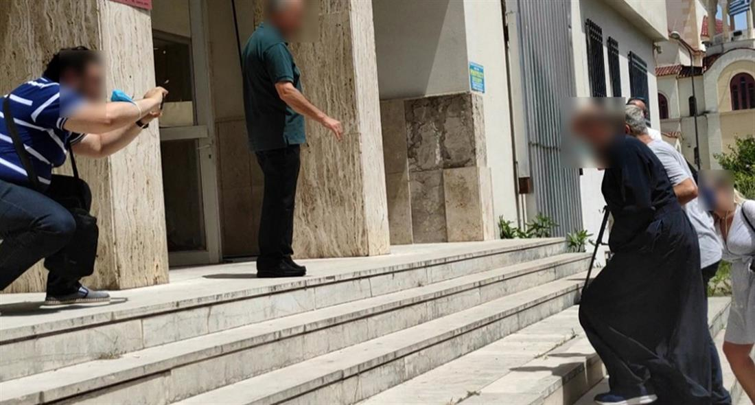 Αγρίνιο - ιερέας - βιασμός ανήλικης - παιδική πορνογραφία