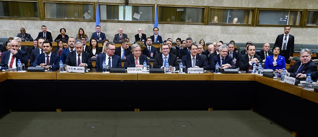 Συνεχίζονται οι συζητήσεις για το Κυπριακό στο Μον Πελεράν