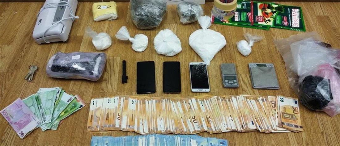 Τους συνέλαβαν επ'αυτοφώρω να πουλάνε κοκαΐνη (εικόνες)
