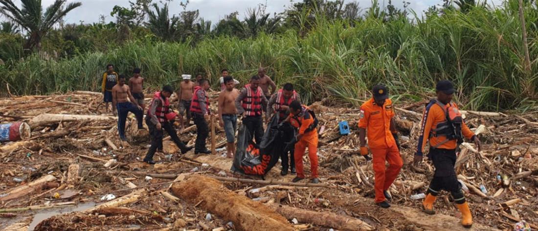 Δεκάδες νεκροί από πλημμύρες στην Ινδονησία (βίντεο)