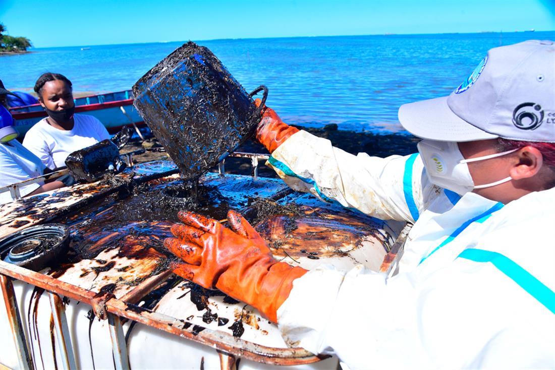 Μαυρίκιος - βυθιση πλοίου - οικολογική καταστροφή - διαρροή
