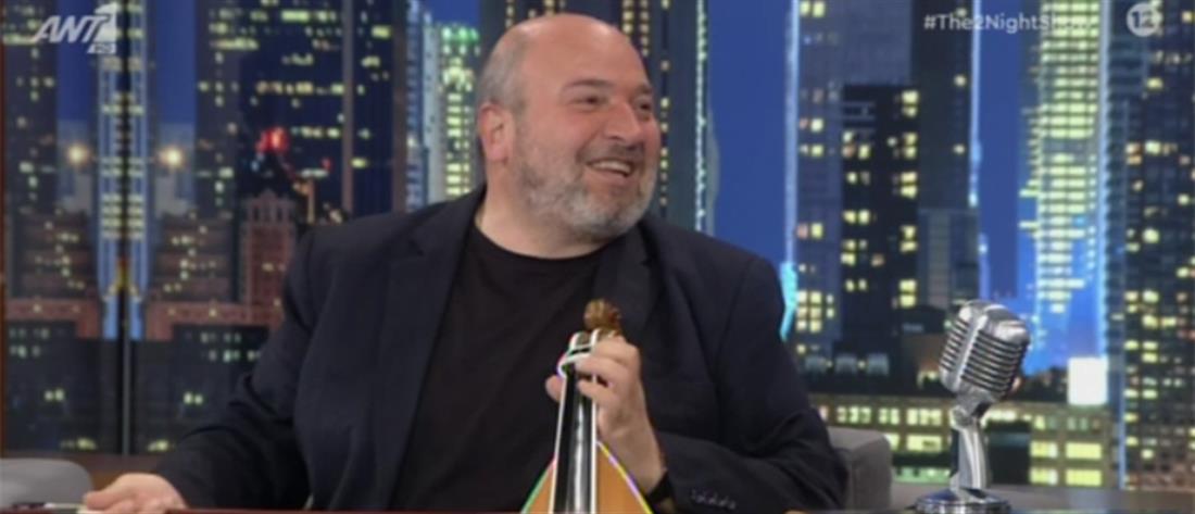 """Ο Νίκος Ζωιδάκης με τη λύρα του στο """"The 2inght Show"""" (βίντεο)"""