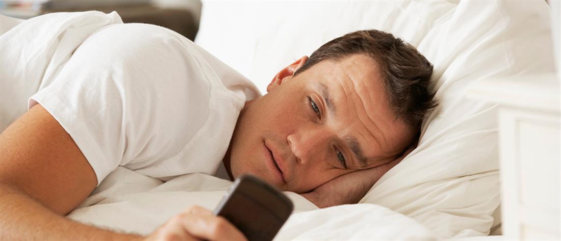 Έρευνα: ένας στους τέσσερις νέους εθισμένος με το κινητό του!