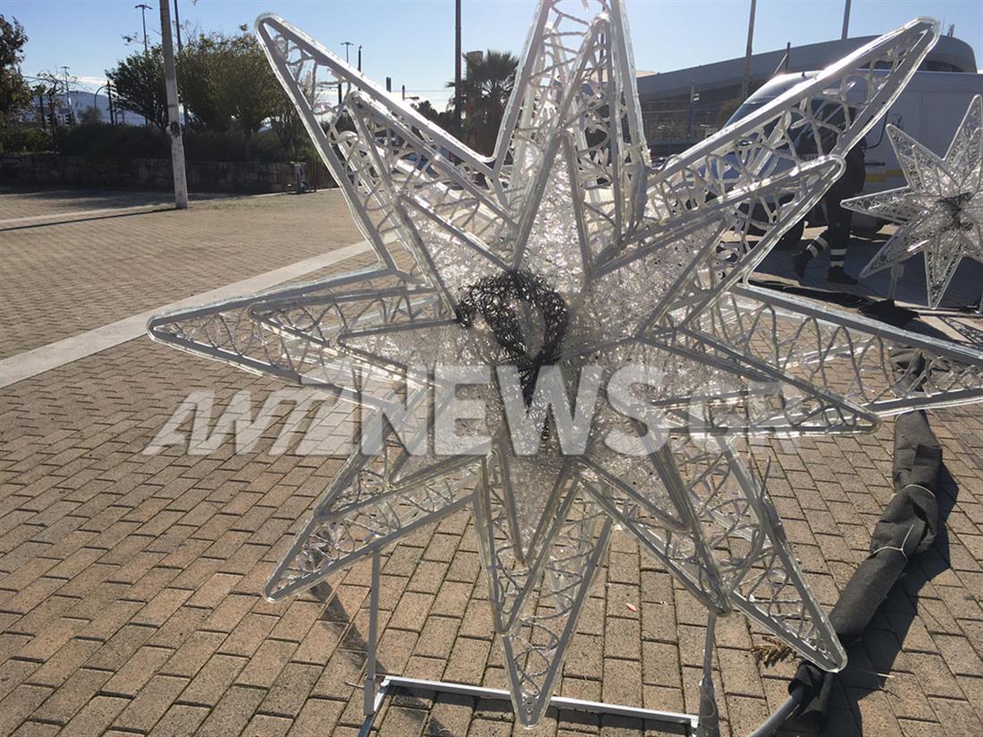 Πειραιάς - καταστροφές -  χριστουγεννιάτικα αστέρια - μνημείο του Καραϊσκάκη
