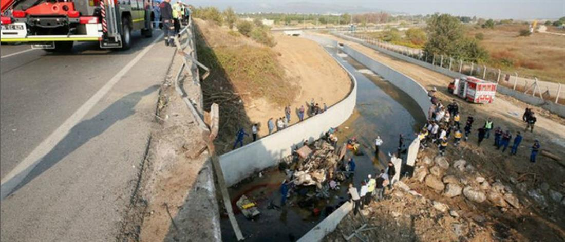 Πολύνεκρη τραγωδία από ανατροπή φορτηγού στην Τουρκία (εικόνες)