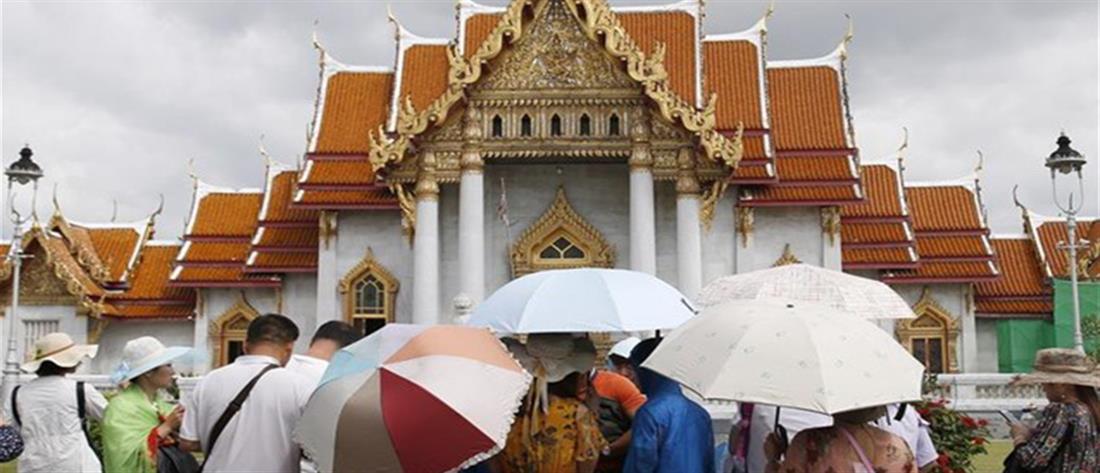 """Κατά χιλιάδες εγκαταλείπουν την Ταϊλανδή οι τουρίστες λόγω της τροπικής καταιγίδας """"Παμπούκ"""""""