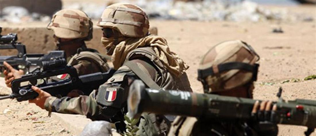 Γαλλία: ο Μακρόν επαναφέρει την υποχρεωτική στράτευση στα 16!
