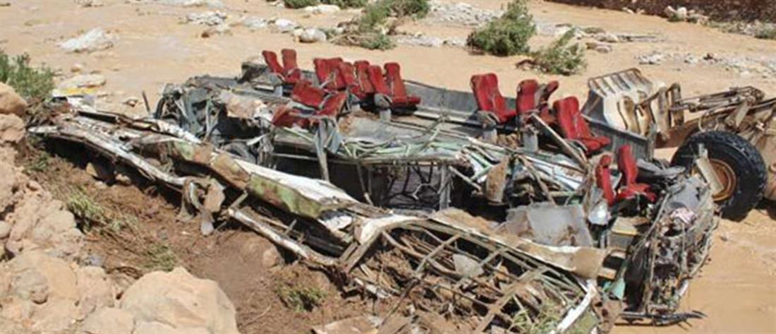 Χείμαρρος ανέτρεψε λεωφορείο με δεκάδες επιβαίνοντες
