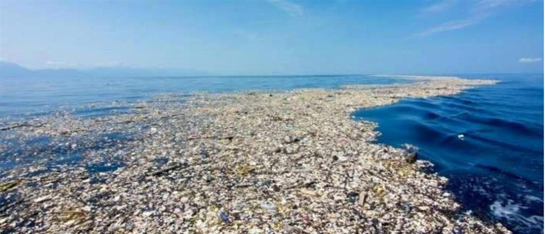 """""""Πνίγεται"""" στο πλαστικό η Μεσόγειος"""
