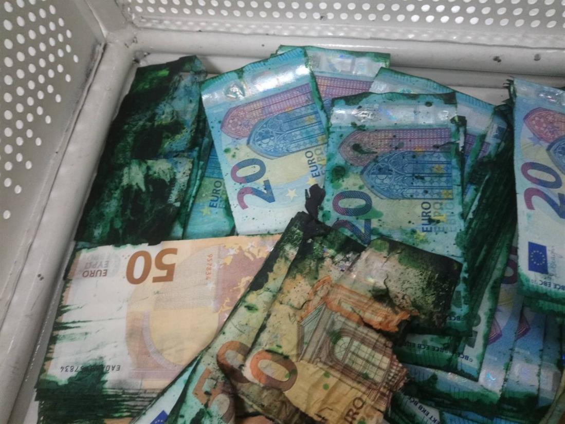 Χρήματα - ΑΤΜ - χρώμα