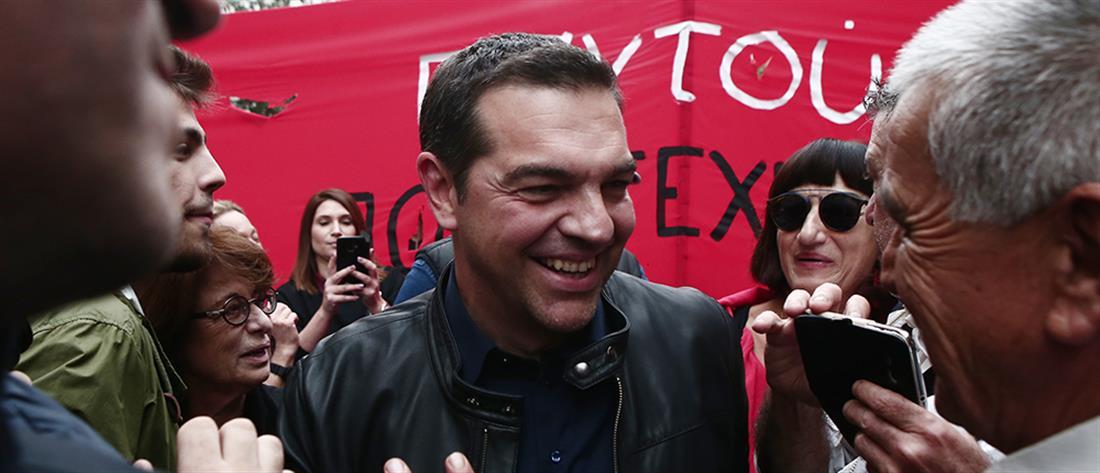 """""""Άναψε φωτιές"""" η παρουσία Τσίπρα στην πορεία για το Πολυτεχνείο"""