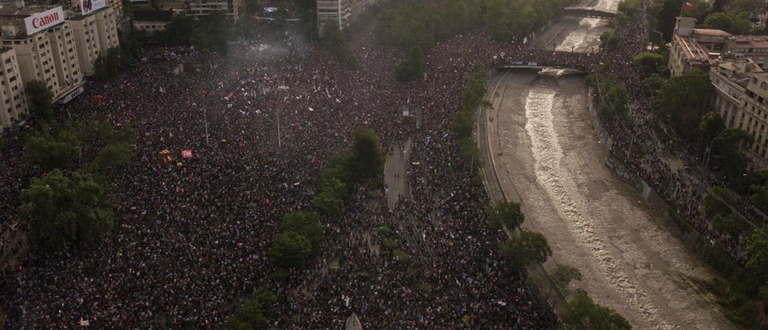 Χιλή: Μεγαλειώδης διαδήλωση με πάνω από ένα εκατομμύριο κόσμου (εικόνες)