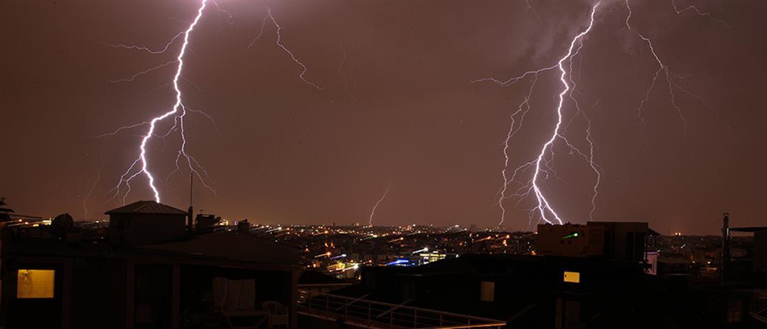 """""""Καταιγίδα"""" οι κεραυνοί την Τρίτη στην Ελλάδα"""