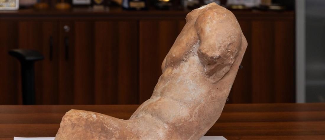 Άγαλμα του 5ου π.Χ. αιώνα στα χέρια αρχαιοκάπηλου  (εικόνες)