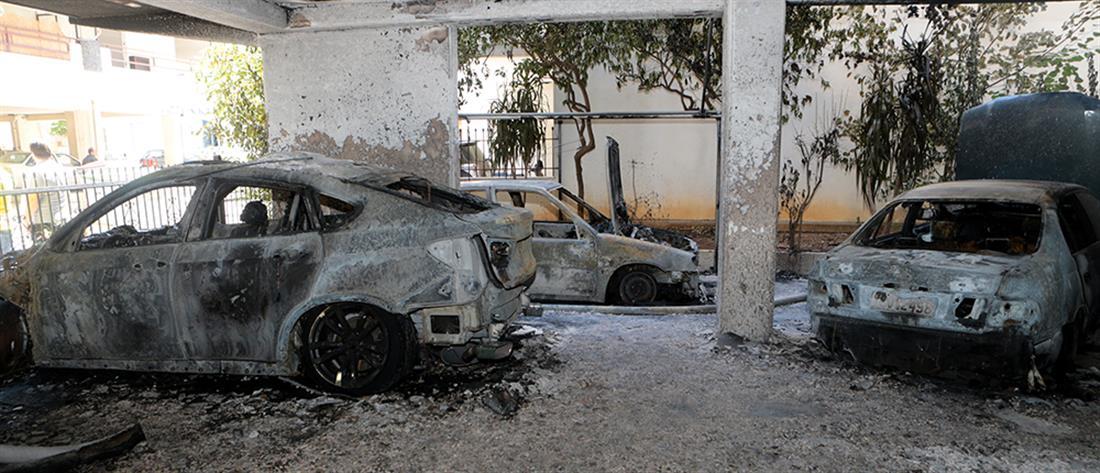 Πυρπόλησαν τέσσερα αυτοκίνητα στα Πετράλωνα