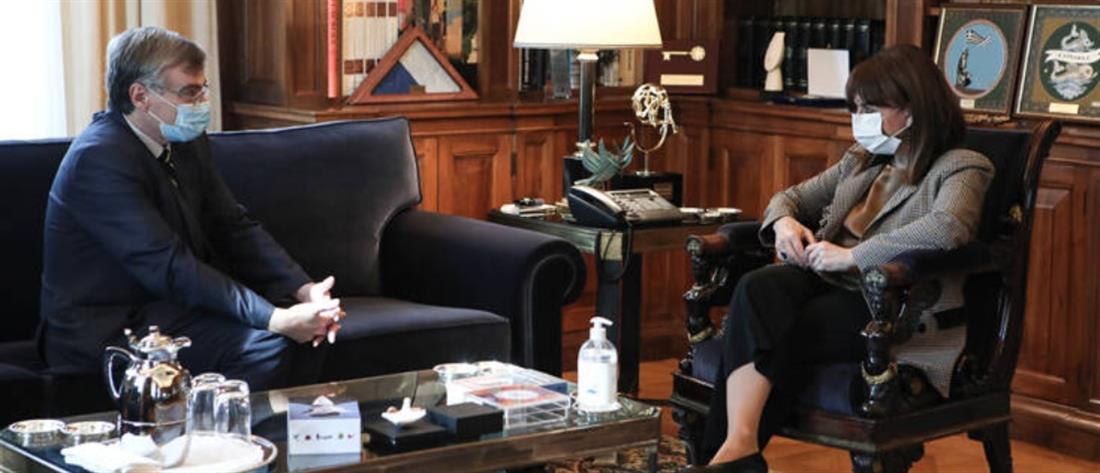 Κορονοϊός: Μήνυμα Σακελλαροπούλου για τήρηση μέτρων και fake news
