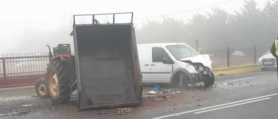 Σύγκρουση τρακτέρ με φορτηγό (εικόνες)