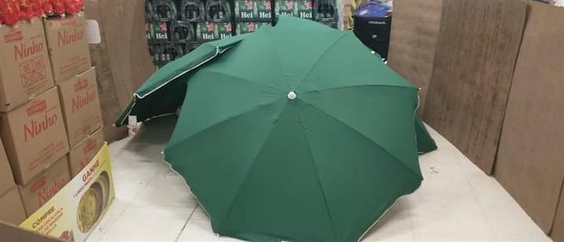 Βραζιλία: ψώνιζαν σε σούπερ μάρκετ, δίπλα σε νεκρό άνδρα καλυμμένο με… ομπρέλες!
