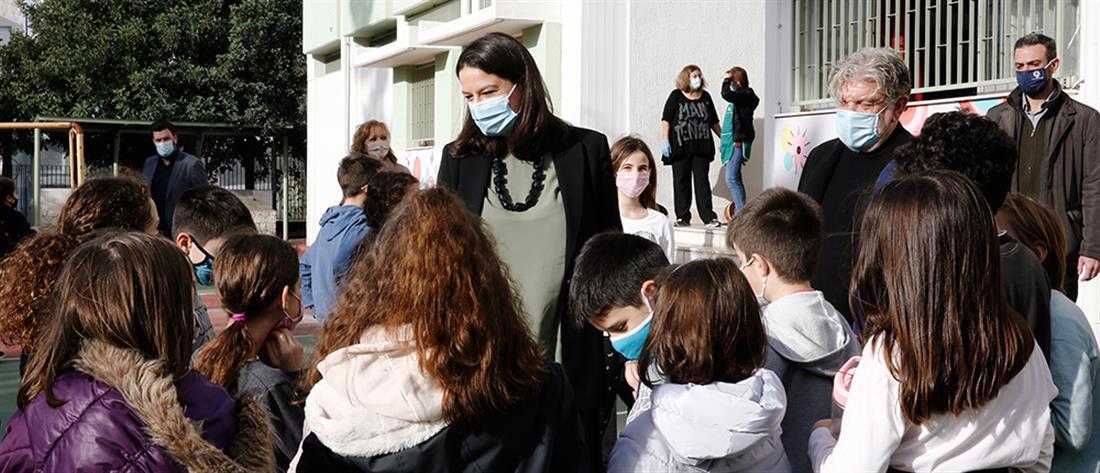 Σχολεία - Κεραμέως: Προσεκτικά βήματα, σύμφωνα με τις εισηγήσεις των ειδικών (βίντεο)