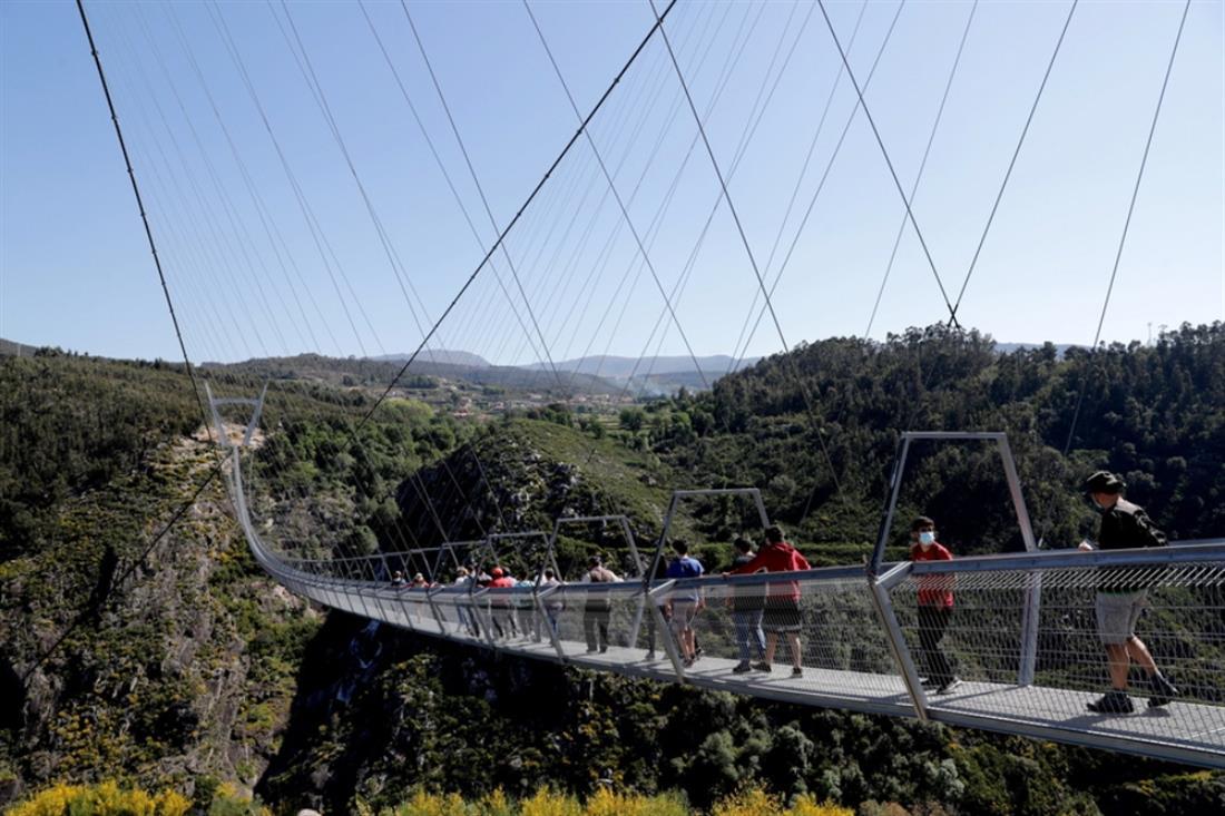 Πορτογαλία - κρεμαστή πεζογέφυρα