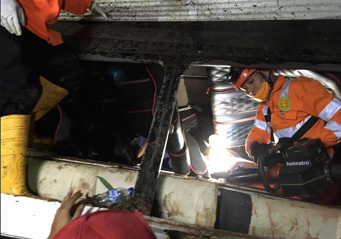 Ινδονησία - λεωφορείο - δυστύχημα
