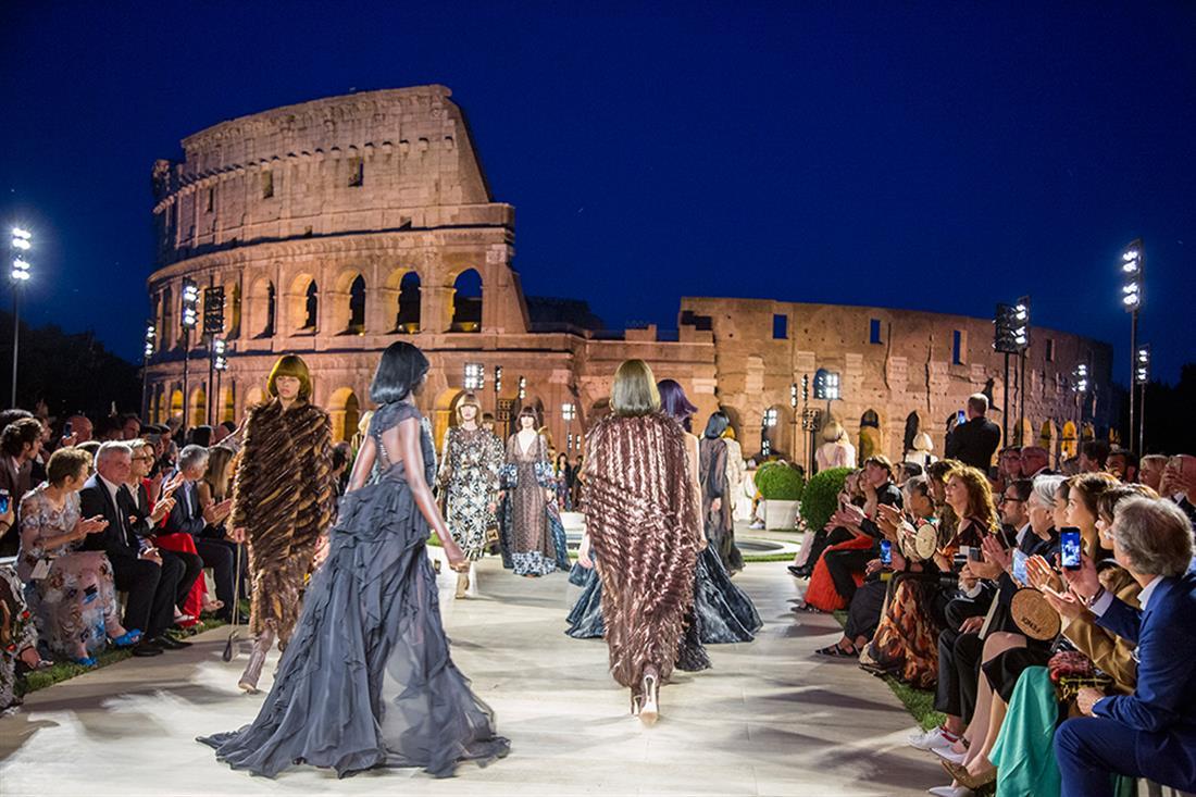 Fendi - Λάγκερφλεντ - επίδειξη μόδας - αρχαία Ρώμη